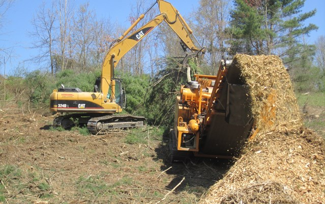 Pipeline Clearing Grinder and Cat 324